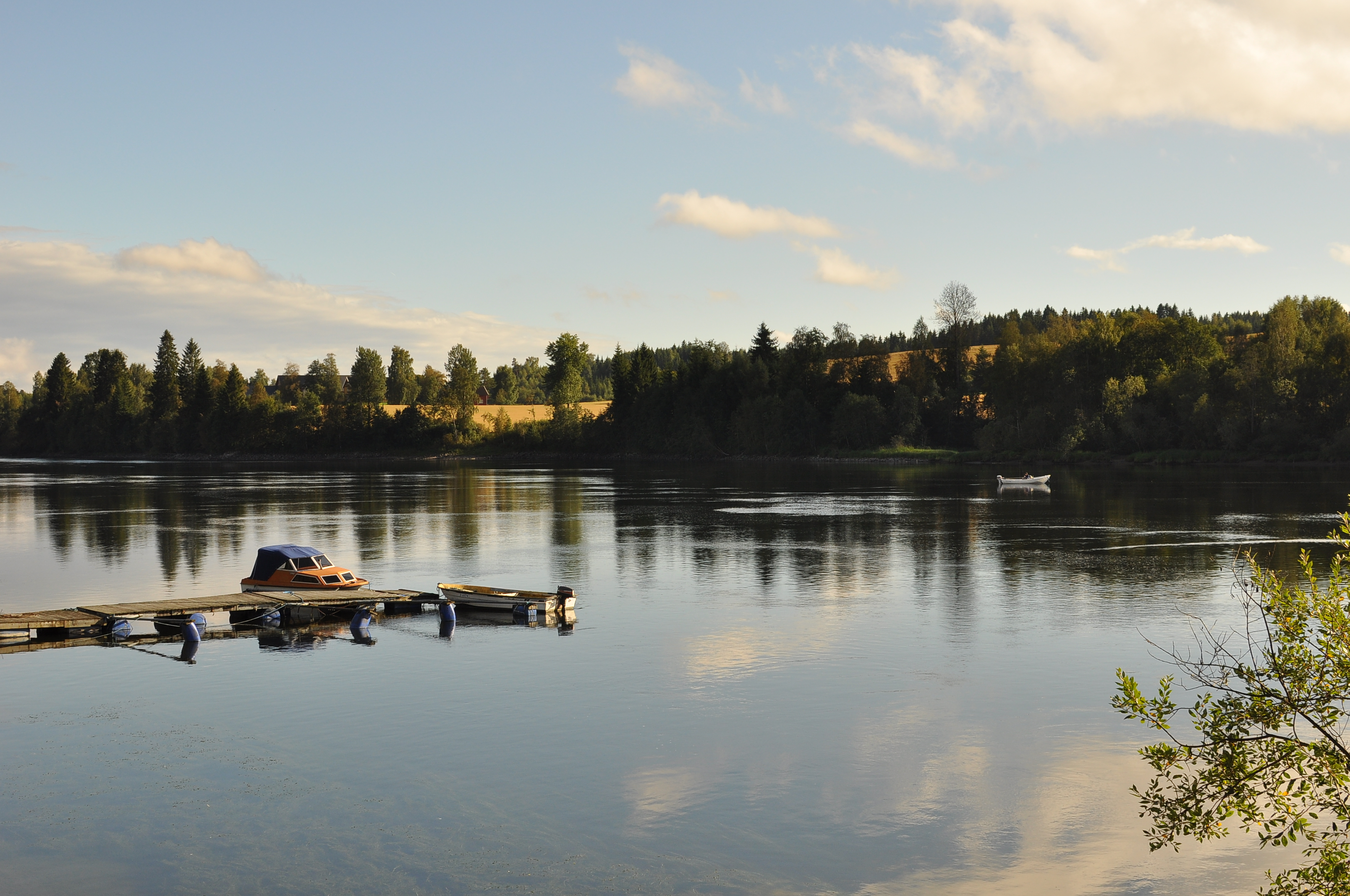 Kveldsro ved vannet