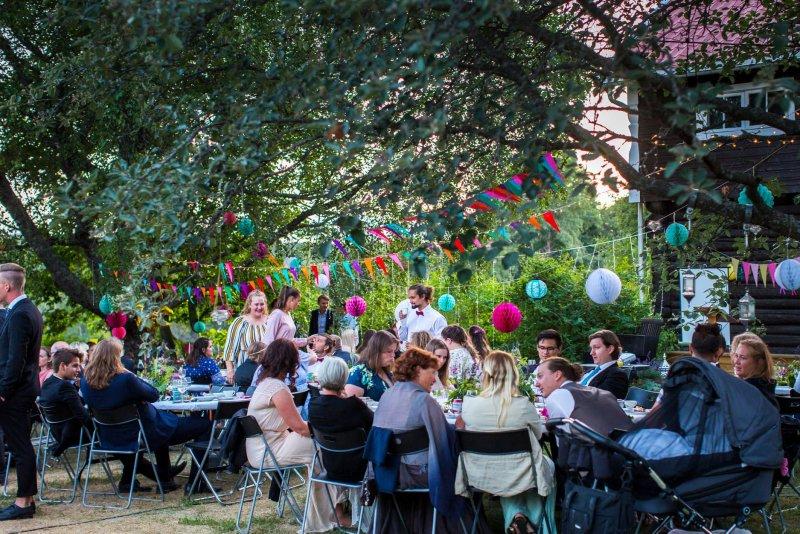 Bryllupsfest i hagen
